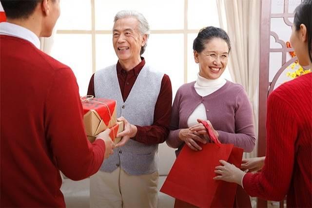 Tặng quà vào dịp Tết là truyền thống lâu đời